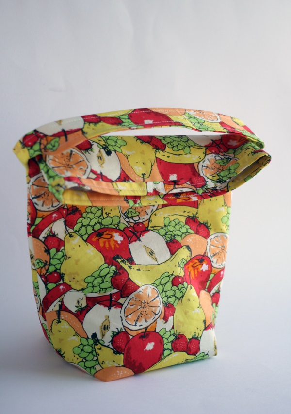 Tutorial: Insulated lunch tote with fold over top