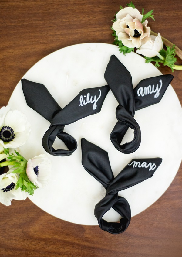Tutorial: Chalkboard wired bunny ear napkin rings