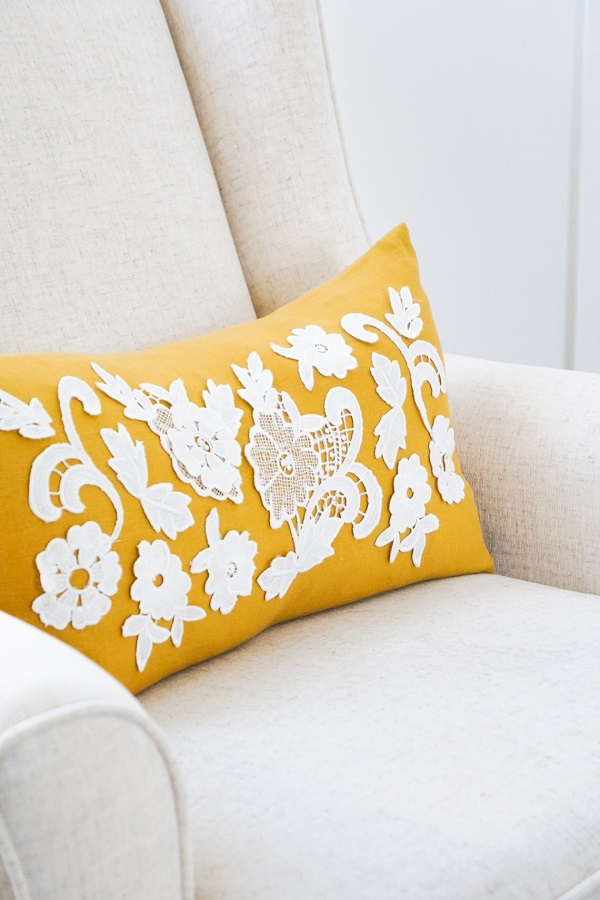 Tutorial: Lace applique throw pillow