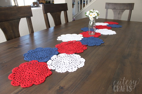 Tutorial: 4th of July doily table runner