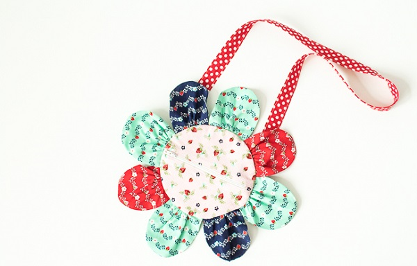 Tutorial and pattern: Little girl's flower purse