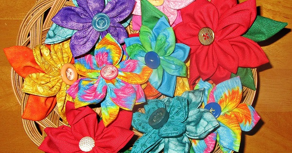 Tutorial: Easy fabric flowers you can sew by hand