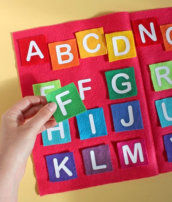 Tutorial Felt and transfer vinyl alphabet matching game