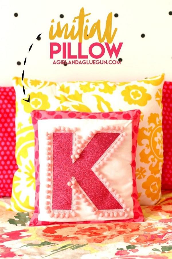 Tutorial: Vinyl and pom pom monogram pillow