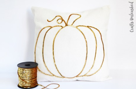 Tutorial: Sequin trim sparkly pumpkin pillow