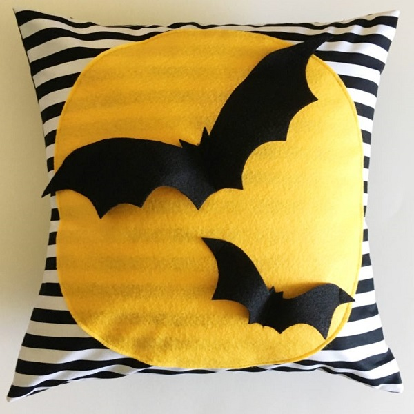 Tutorial: Halloween bat pillow