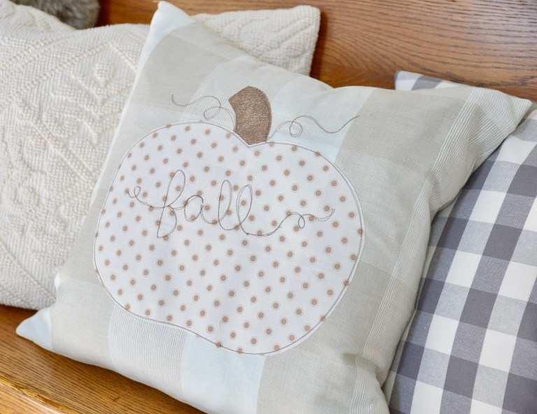 Tutorial: Rustic farmhouse pumpkin pillow