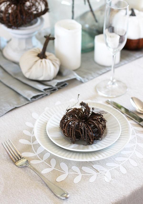 Tutorial: No-sew Thanksgiving tablecloth