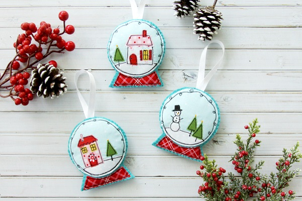 Tutorial and pattern: Stitched snow globe Christmas ornament
