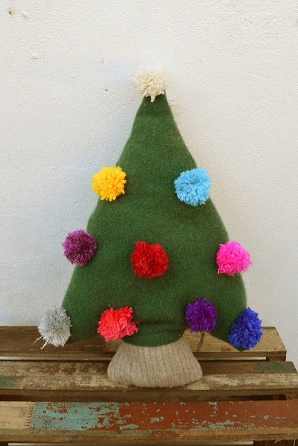 Tutorial: Upcycled sweater Christmas tree pillow