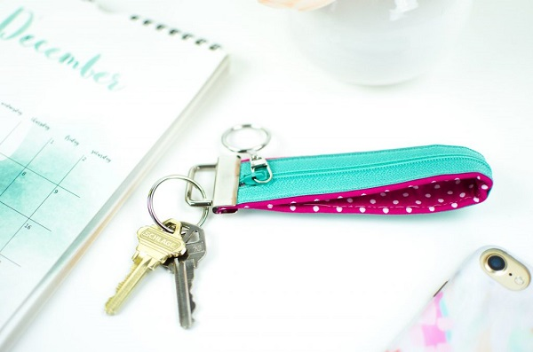 Tutorial: Key fob with a zipper pocket