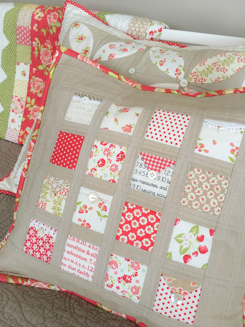 Tutorial: Love Notes patchwork pillow, perfect for your small scraps