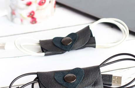 Tutorial: No-sew leather cord organizer