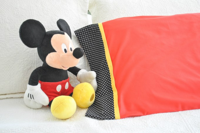 Tutorial: Mickey and Minnie inspired pillowcase