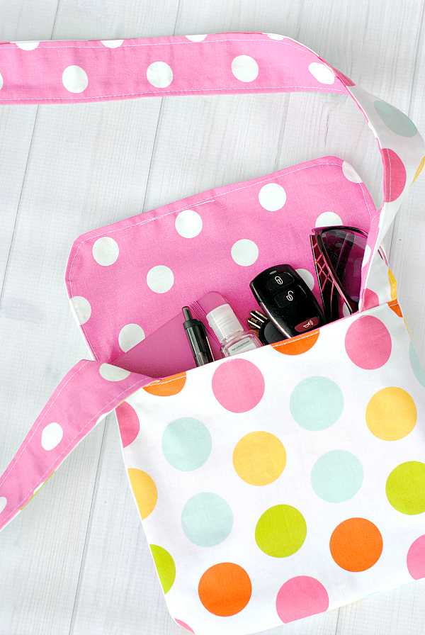 Sewing tutorial: Kid-sized mini messenger bag