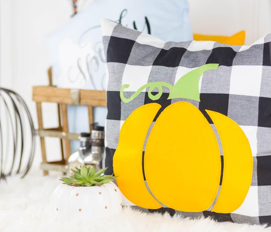 Sewing tutorial: Halloween pumpkin pillow