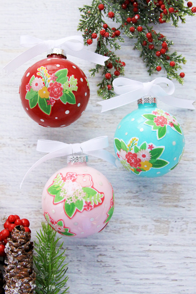 Tutorial: Floral fabric Christmas ornaments