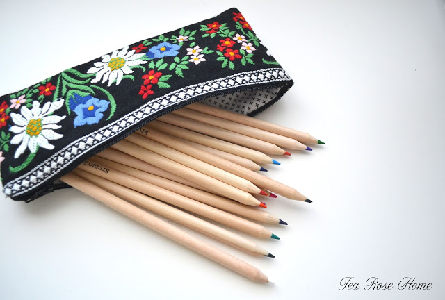 Sewing tutorial: Pencil pouch from wide embroidered trim