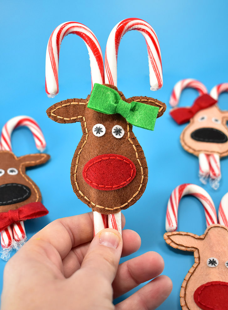 Sewing tutorial: Felt reindeer candy cane pockets