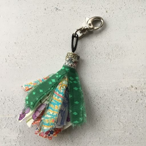Tutorial: Scrap fabric tassels