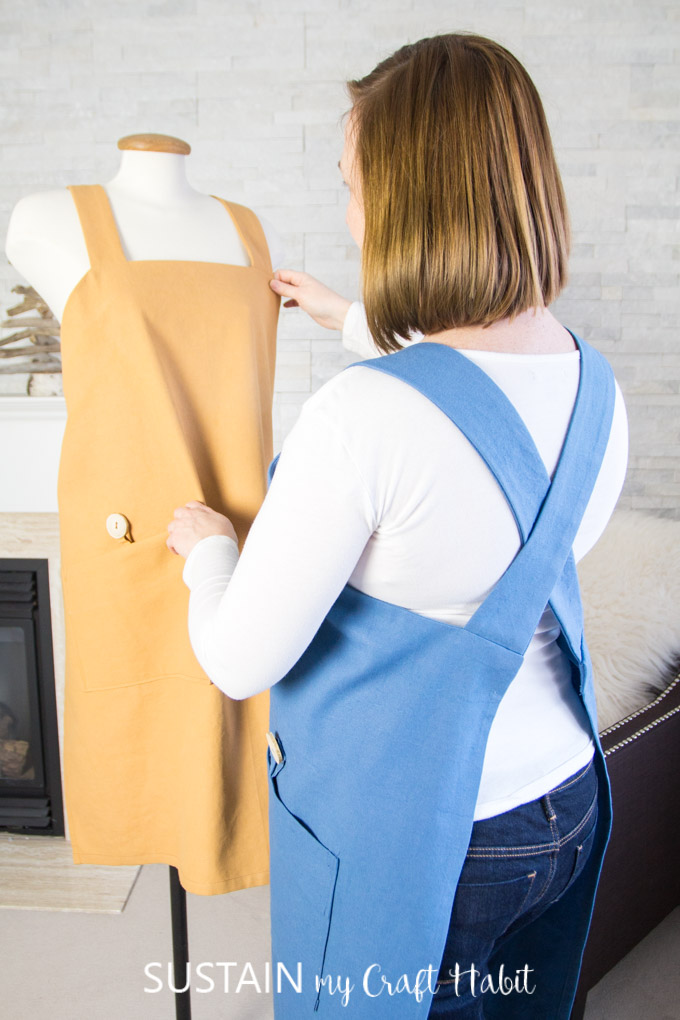 Free sewing pattern: Cross back utility apron