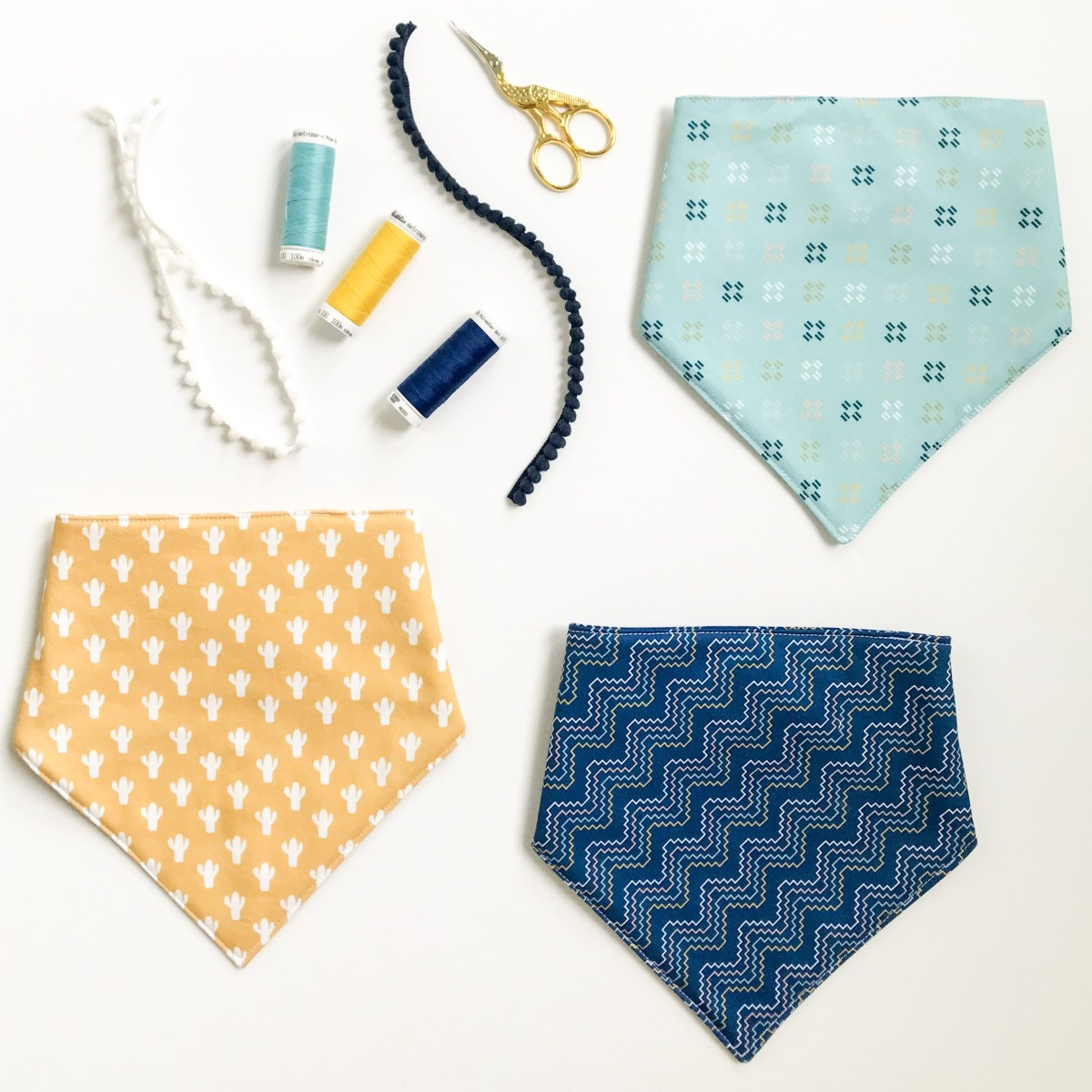 Sewing tutorial: Triangle drool bib for baby