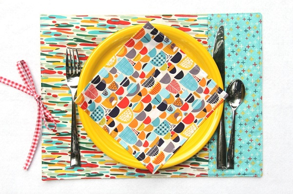 Sewing tutorial: Placemat and napkin roll