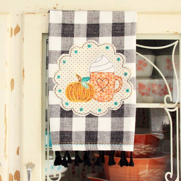 Free pattern: Pumpkin spice kitchen towel