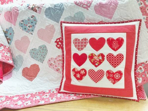 Sewing tutorial: Scrap fabric heart Valentine pillow