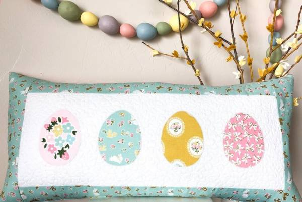 Free sewing pattern: Easter egg pillow