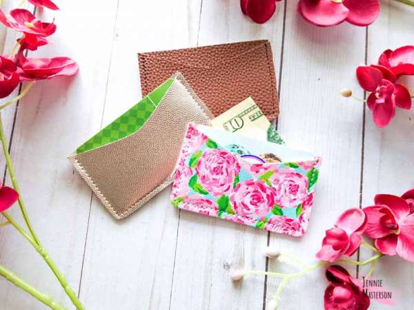 Free sewing pattern: Faux leather card wallet