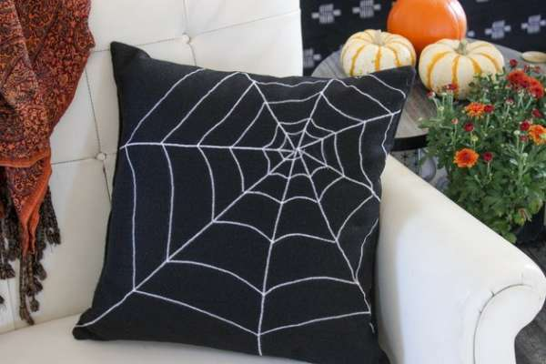 Spiderweb Halloween Pillow - DIY Sewing Tutorial