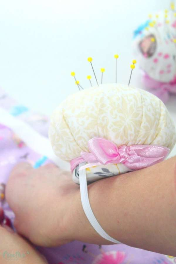 Easy Wrist Pincushion - DIY Tutorial