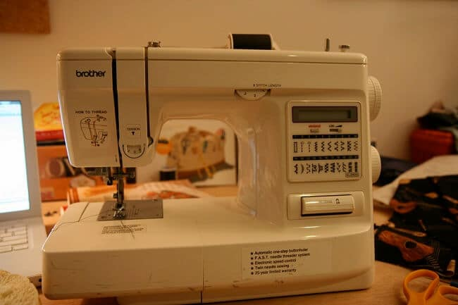 How do computerized sewing machines work
