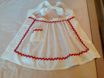Beautiful little apron from a fantastic vintage pattern