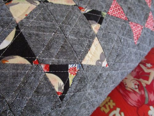 sewkatiedid:throwing star pillow detail 2:to the point triangle workshop