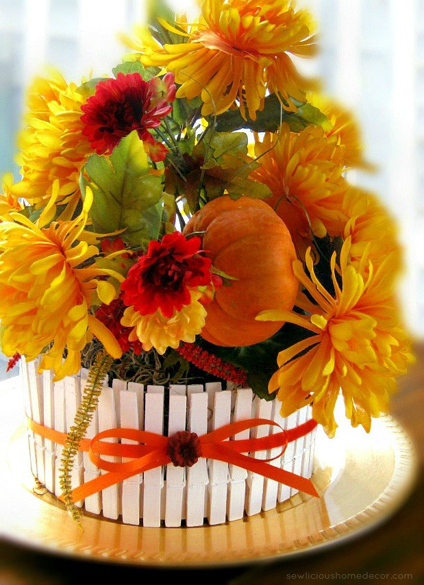 A-Thanksgiving-Picket-Fence-Fall-Pumpkin-Patch-Table-Centerpiece-from-sewlicioushomedecor.com_