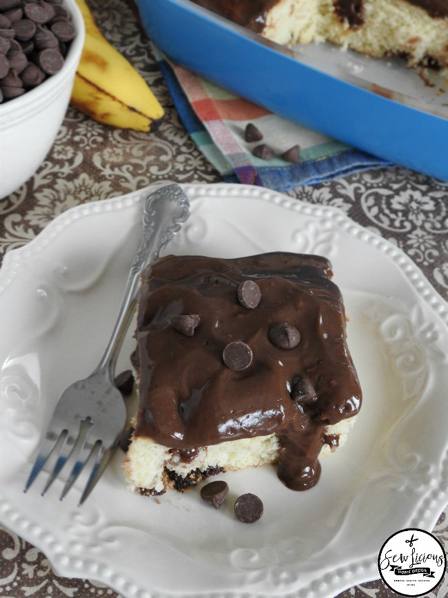 banana-cake-chocolate-pudding-poke-cake-the-perfect-two-combinations-we-love-to-eat-sewlicioushomedecor-com