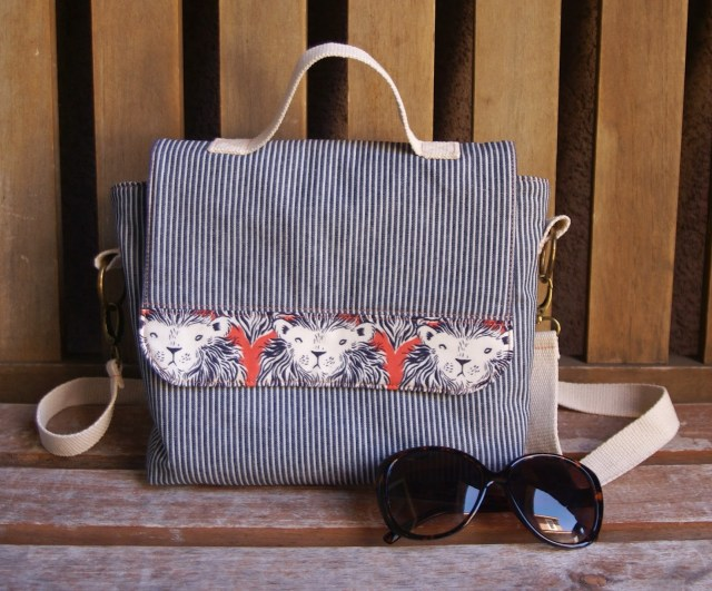 One of my favorite free bag patterns.  The Malibu Satchel is a messenger-style bag, with great step by step instructions.  Love the  webbing straps.