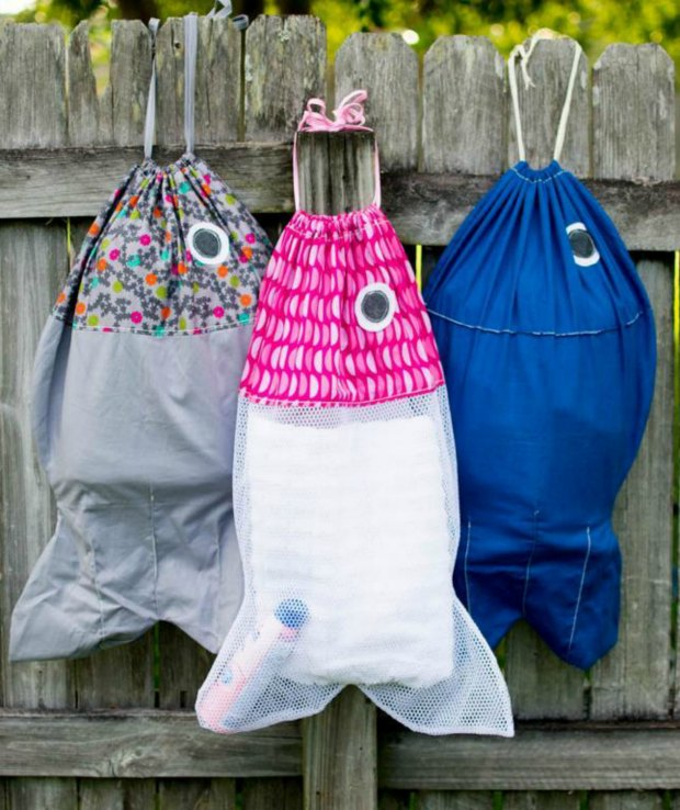 At last! Now my kids are happy to pick up their laundry and put it in these fishy laundry bags I made them. Love this pattern. Look great in a fishy print too, but net works well. Could be a swim bag too?