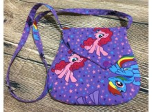 How cute is this Easy Little PRECIOUS Purse that will make the ideal gift for daughters, granddaughters, nieces or friends. The easy to follow instructions and pattern are perfect for beginner sewers to make an elegant little bag for someone special.