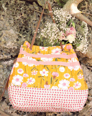 Here's a FREE pattern with a tutorial where you get to chose 3 different pieces of quilting cotton to make yourPerennial Purse. Add on faux leather handles and you'll haveyourself a beautiful purse.