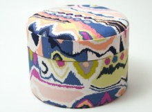 Storage boxes are always great to have around the house and when the designer gives you a great tutorial and it is FREE then we can all be happy sewers. These fabric covered paddedboxes are really easy to make and if you wish you can easily adapt the instructions to make a round box of any size you like.