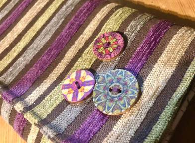 Karens purse button detail