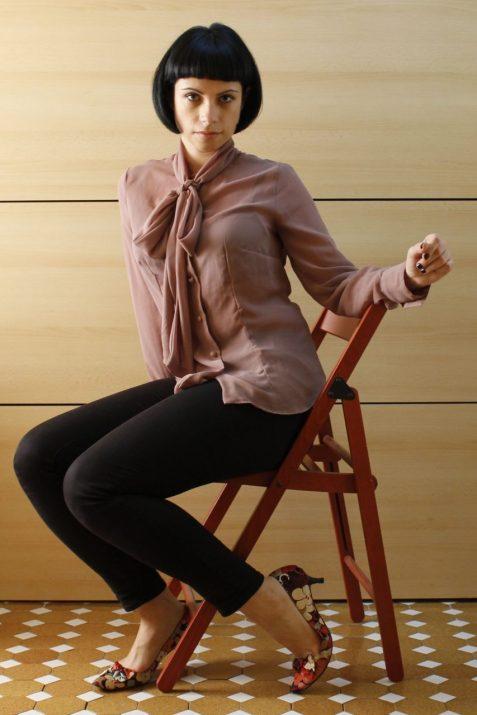 Chiffon shirt with bow Vogue 8772