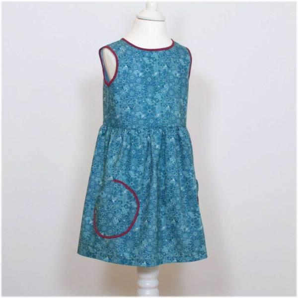 Mädchenkleid für den Sommer in petrol