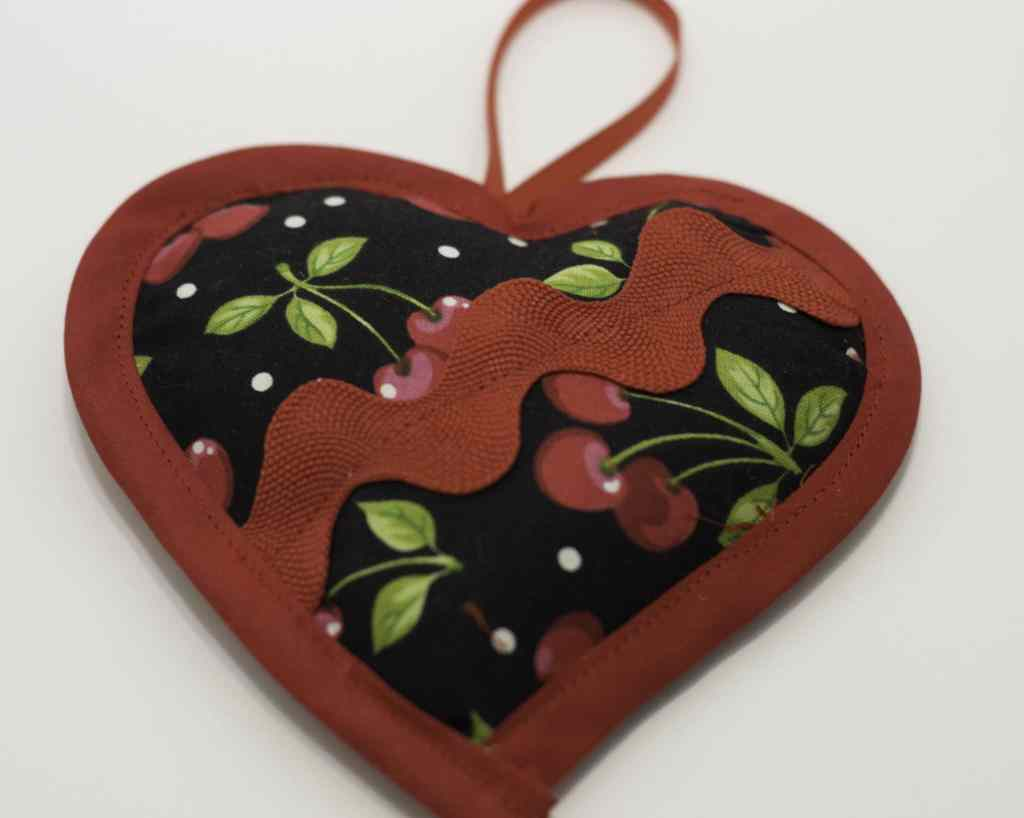 Rickrack and Bias Binding Embellished Heart Sachet for DIY Heart Sachet, DIY Heart Sachet
