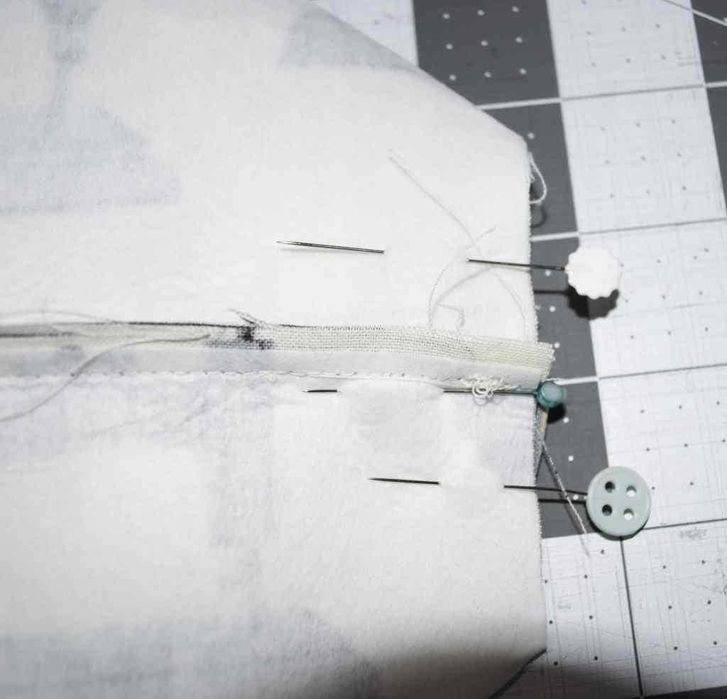 Flatten and Pin so that seams align, DIY Sewers Tote Tutorial