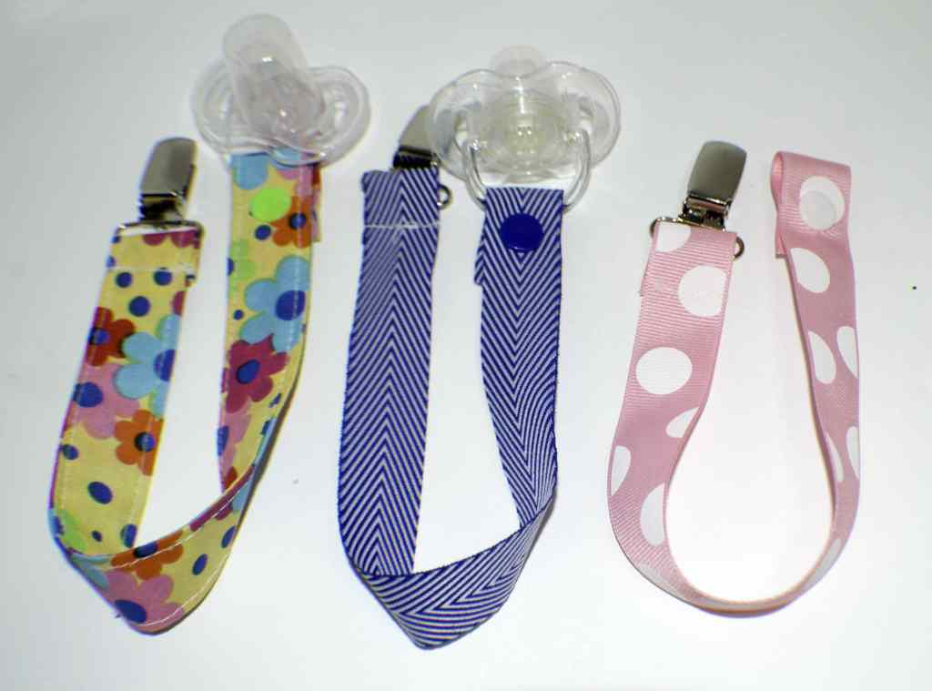 Pacifier-Clips-1024x759 25 Easy to Make Fat Quarter Projects