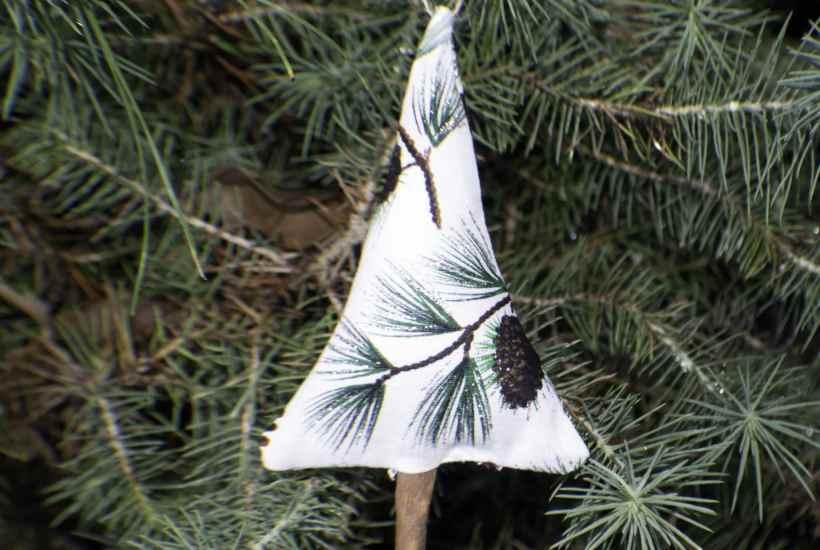 Cinnamon stick christmas tree ornament